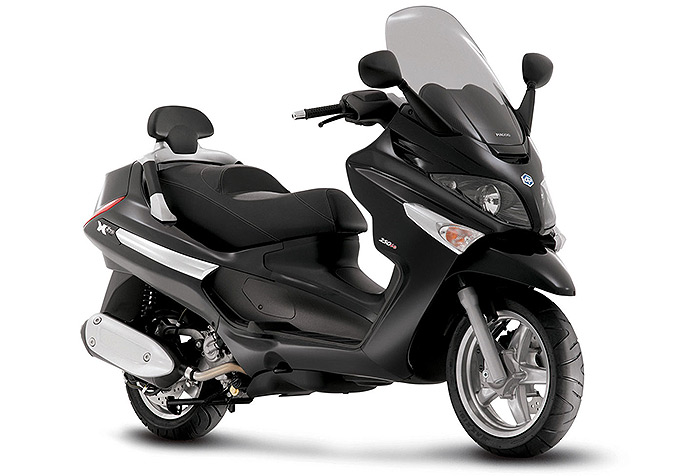 scooter piaggio x evo 125 fid le au design des maxi scooters gt piaggio le xevo 125 peut tre. Black Bedroom Furniture Sets. Home Design Ideas